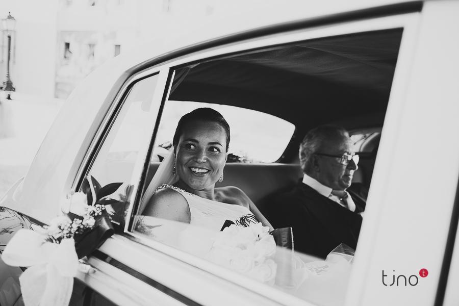 boda en cádiz. llegando a la iglesia