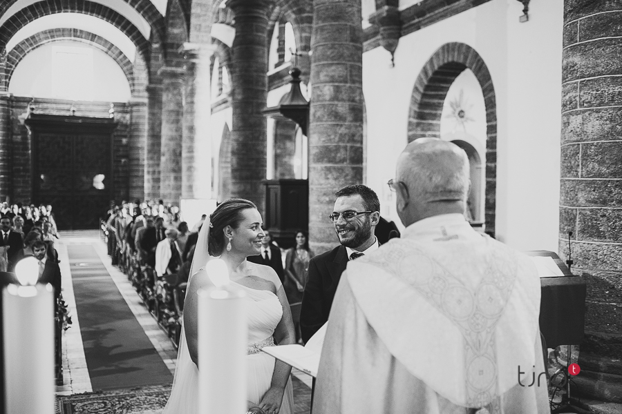fotos de boda en la iglesia de santa cruz de cádiz